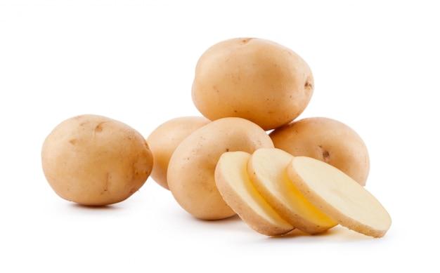 白い背景に分離された生の黄色いジャガイモ Premium写真