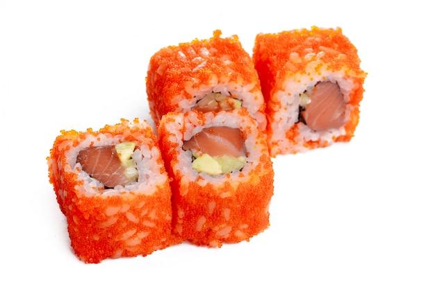 Традиционный свежий японский суши ролл, изолированные на белом Premium Фотографии