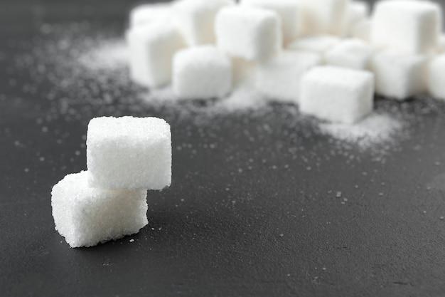 Кубики белого сахара Premium Фотографии