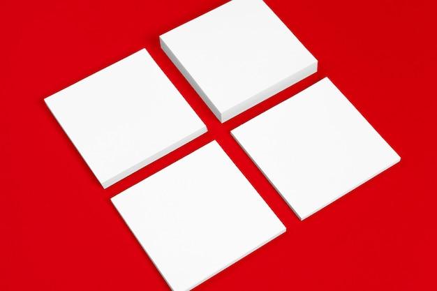 グラフィックデザイナーのプレゼンテーションとポートフォリオ用。赤と白 Premium写真