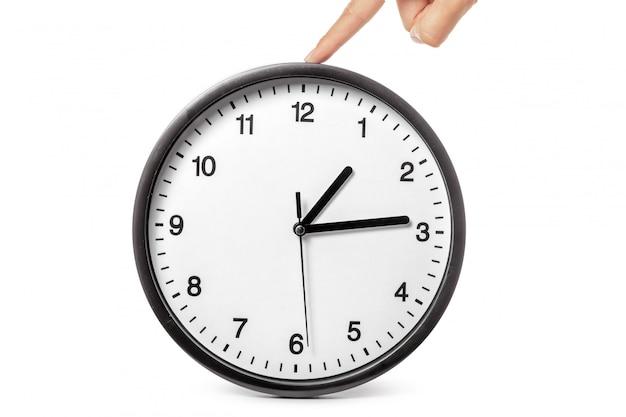 Часы в руках на белом Premium Фотографии