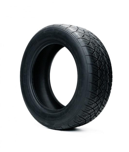 白で隔離される車のタイヤ。夏の車用タイヤ Premium写真
