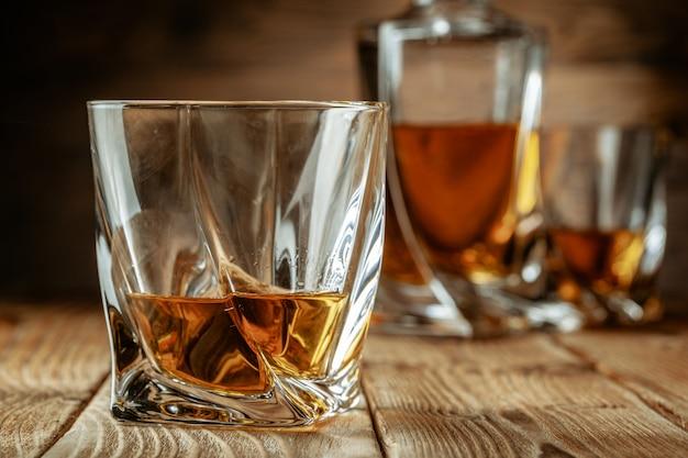 Набор сильных духов. алкогольные напитки в бокалах Premium Фотографии