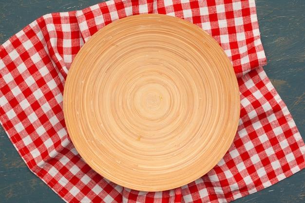 Деревянная доска стенд на скатерть Premium Фотографии