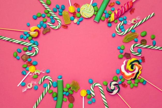 カラフルな明るいお菓子のフレーム Premium写真