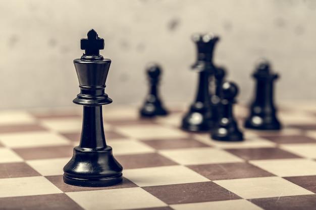 ボード上のチェスの駒 Premium写真