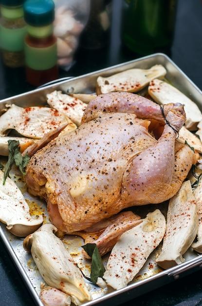鶏肉とキノコの調理用 Premium写真