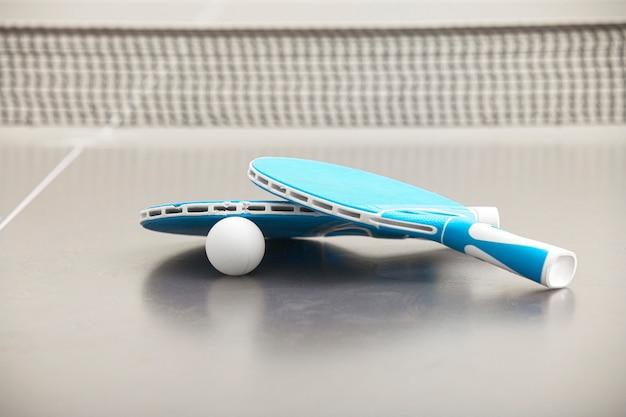 テニスロケットのクローズアップ Premium写真