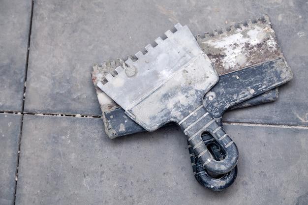 Кельма для цементной штукатурки, шпатель, вид сверху Premium Фотографии