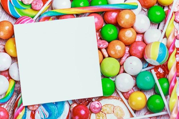 Белый лист на конфеты и сладости Premium Фотографии