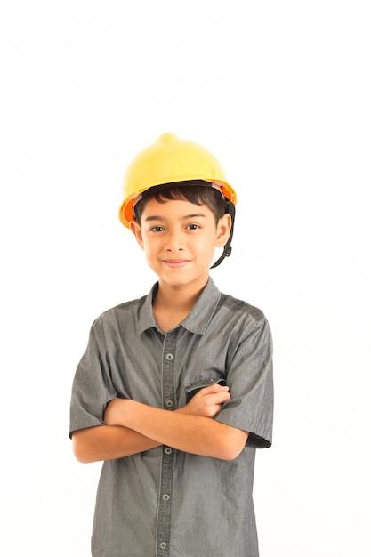 Азиатский мальчик с инженером и безопасности желтый шляпа на белом фоне Premium Фотографии
