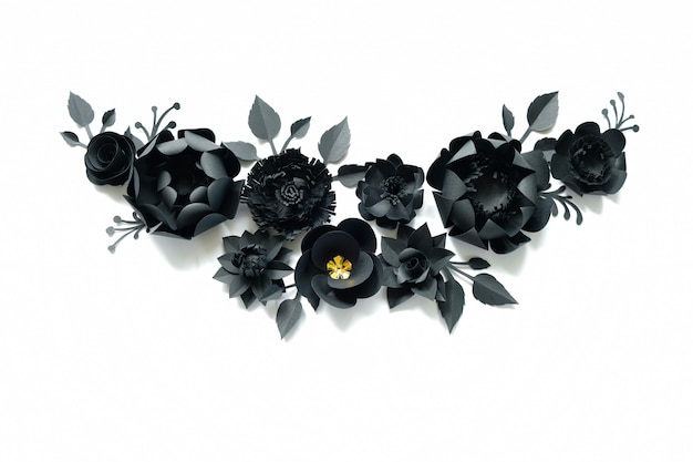 白地に黒い紙の花。紙から切り取ります。 Premium写真