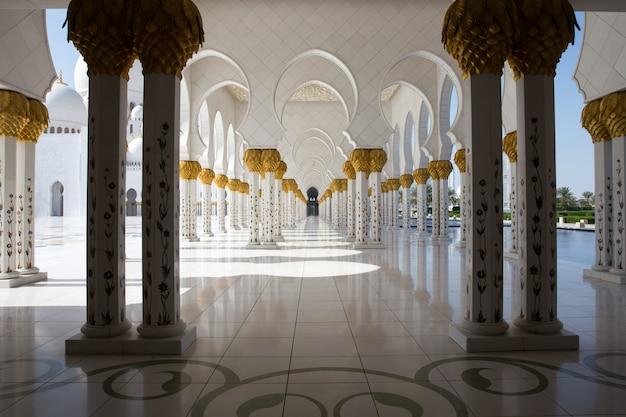 グランドモスクは世界最大のモスクの一つです Premium写真
