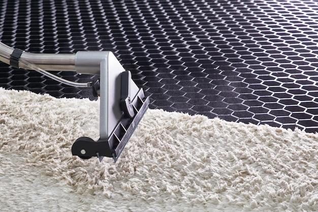 専門的な抽出方法によるカーペットの化学洗浄 Premium写真