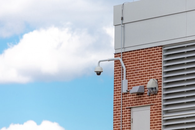 Камера видеонаблюдения безопасности на улице Premium Фотографии