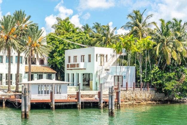 フロリダ州マイアミビーチの豪華な邸宅 Premium写真