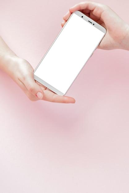 女性の手で現代の携帯電話 Premium写真