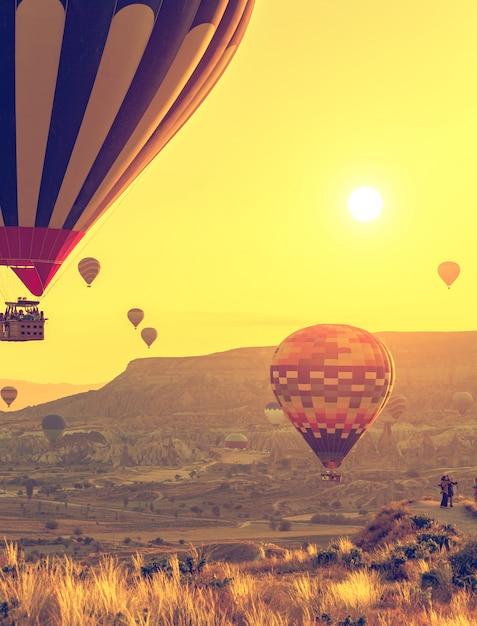 Воздушные шары над каппадокией Premium Фотографии