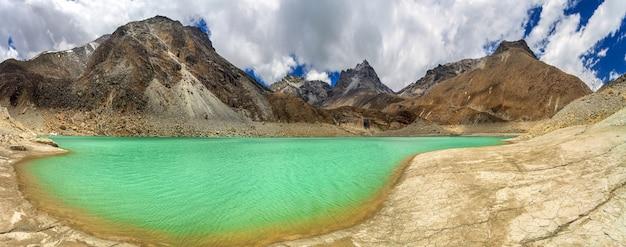 美しい山の風景 Premium写真