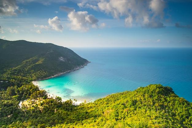 ファンガン島タイの美しいボトルビーチ Premium写真