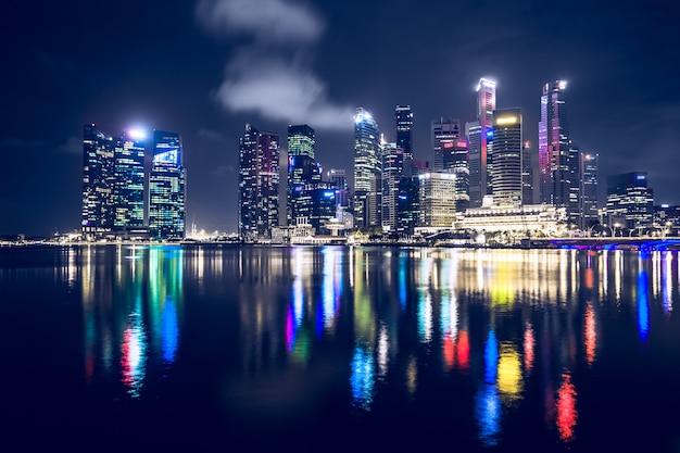 Сингапур ночью Premium Фотографии