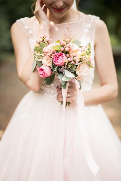 彼女の結婚式の日の花嫁 無料写真