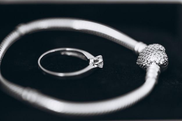 Обручальное кольцо и браслет Бесплатные Фотографии