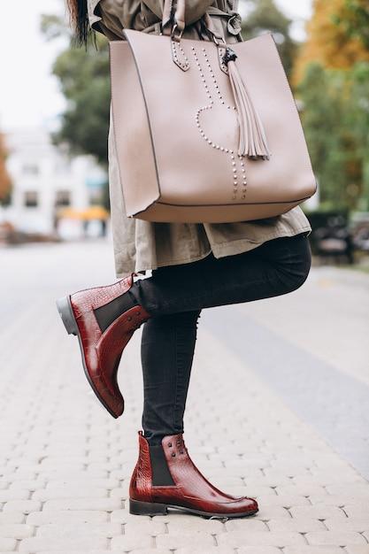 女性のバッグをクローズアップ 無料写真