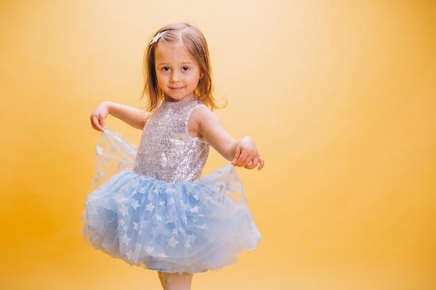 かわいいドレスの少女 無料写真