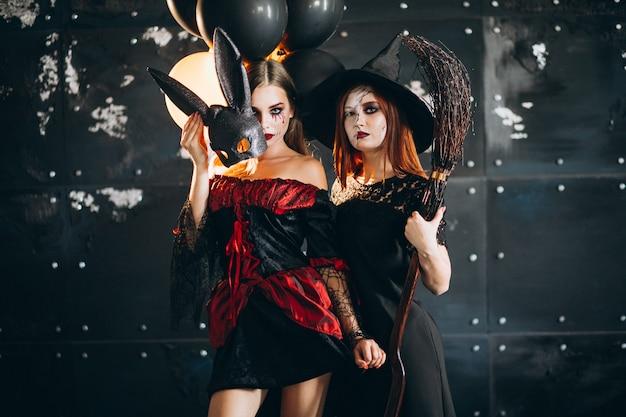 Две девушки в костюмах хэллоуина Бесплатные Фотографии