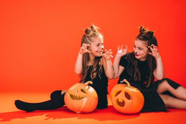 Группа девушек, одетых в костюмы хэллоуина в студии Бесплатные Фотографии