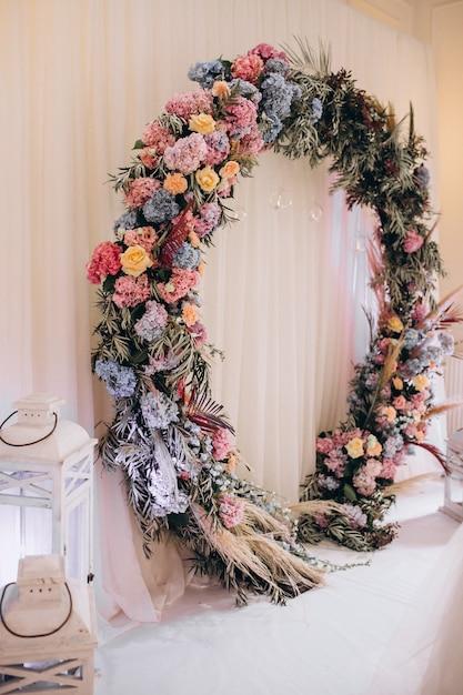 Декорированные свадебные столы и интерьер зала Бесплатные Фотографии