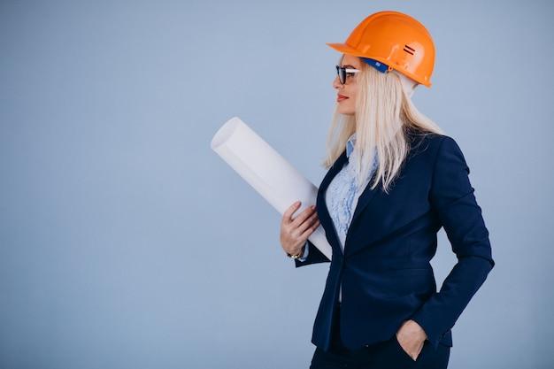 ヘルメットで成熟した女性建築家 無料写真
