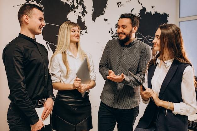 Сотрудники корпоративной команды в ит-компании Бесплатные Фотографии