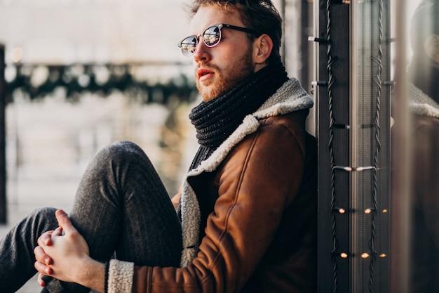 Портрет молодого красивого бородатого мужчины Бесплатные Фотографии