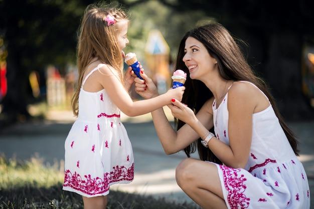 母と娘 Premium写真