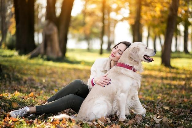 女の子と犬 無料写真