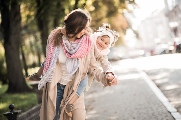 母と娘 無料写真