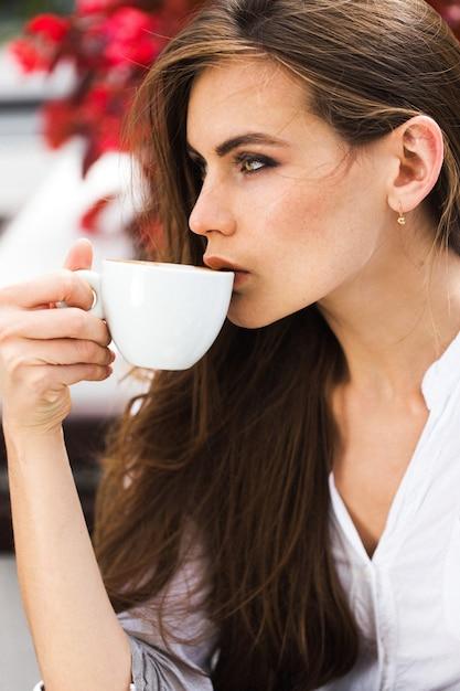 Картинки женщина кофе