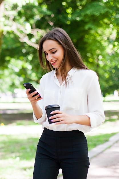 Картинки девушка с телефоном