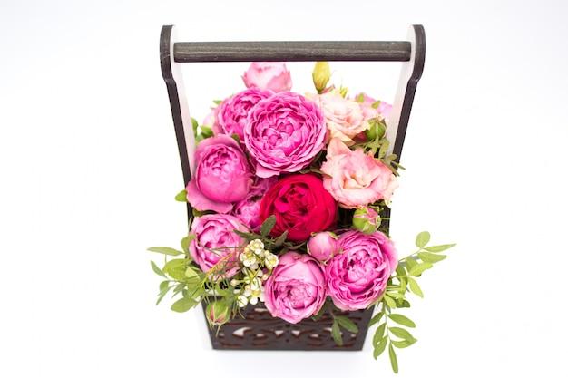 分離されたボックスに花の花束 Premium写真