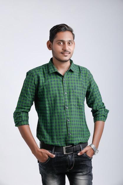若いインド人マルチ式 Premium写真