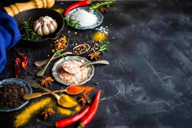 料理のコンセプトとしてのスパイス Premium写真