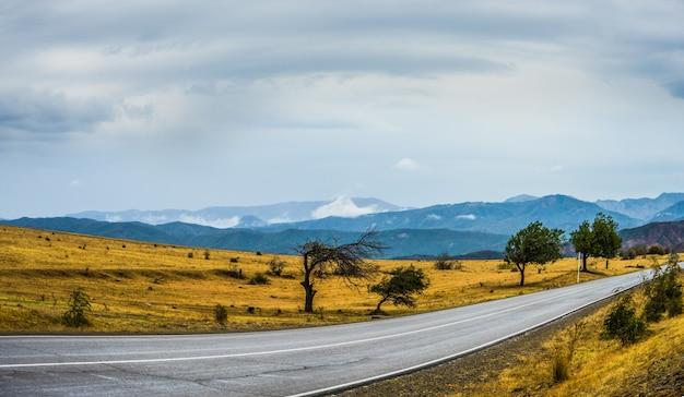 カヘティ州の紅葉風景 Premium写真