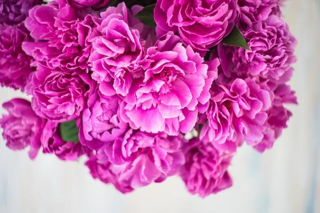 牡丹と夏の花 Premium写真
