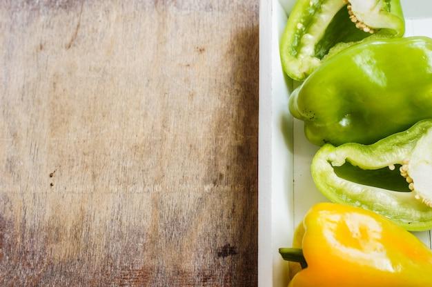 Концепция диеты со свежим перцем Premium Фотографии