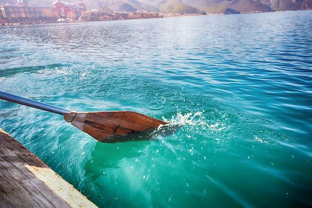 海水中のローイング 無料写真
