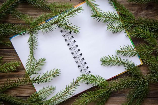 木製の背景にクリスマスの写真 Premium写真