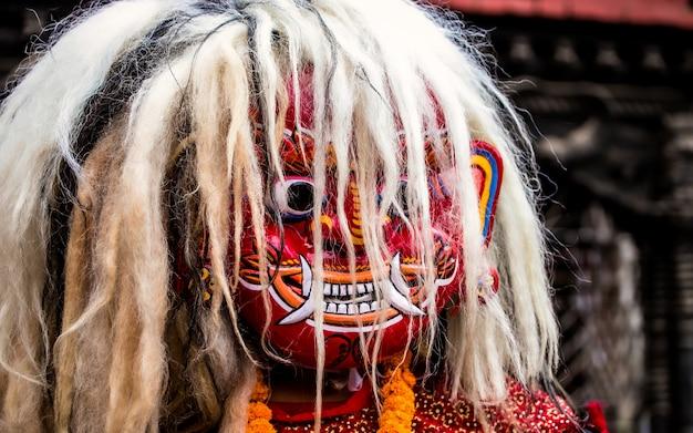 ネパール、カトマンズでのラクヘイマスク文化ダンス。 Premium写真
