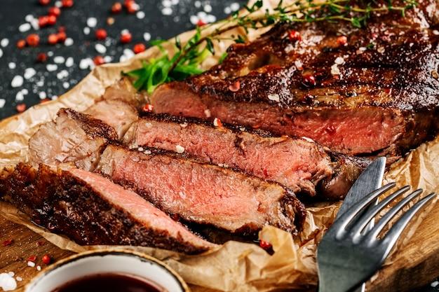 肉ステーキ Premium写真